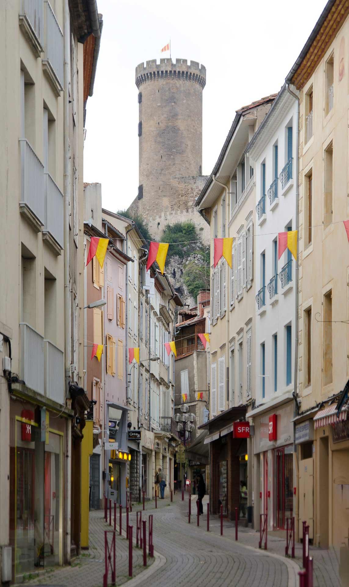 rue de foix avec vue sur le chateau